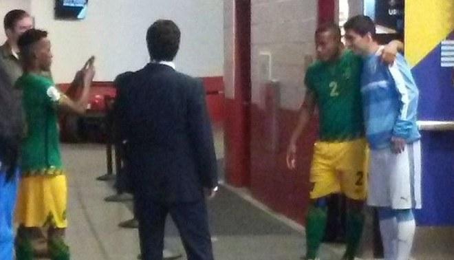 Luis Suárez: jugadores de Jamaica lo buscaron en el vestuario para tomarse fotos y pedirle autógrafos