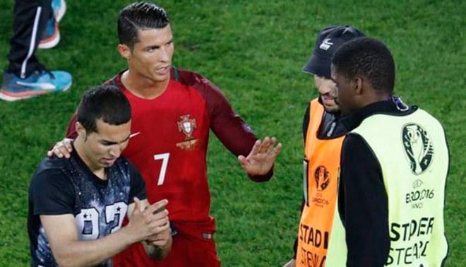 Portugal vs. Austria  Cristiano Ronaldo y el gesto que tuvo con hincha tras  partido por Eurocopa  07557f260e689