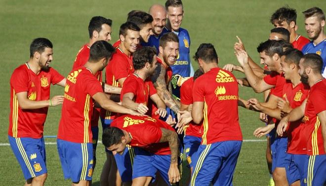 España arrancó los trabajos bajo el mando de Julen Lopetegui