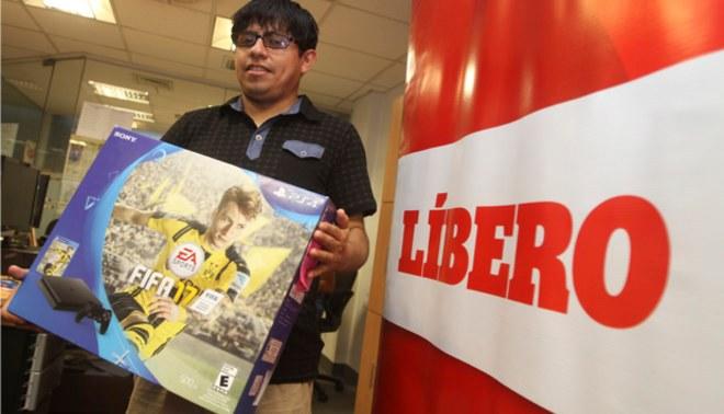 Premios Líbero 2016: El ganador recibió su PlayStation 4 con el FIFA 17 incluido | VIDEO