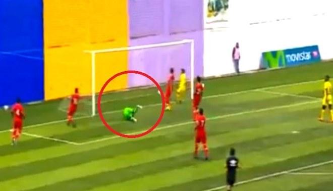 Universitario: el error de Carlos Cáceda para el segundo gol de Comerciantes Unidos | VIDEO