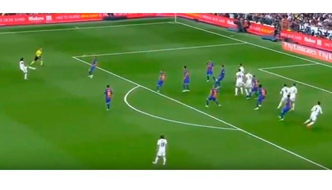 Real madrid vs barcelona directv pol mica en gol de for Fuera de juego real madrid