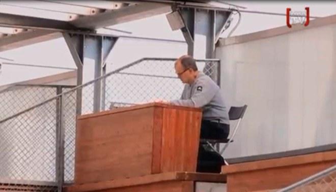 Marcelo Bielsa y su primera locura en el Lille; colocó escritorio en tribuna para ver prácticas [VIDEO]