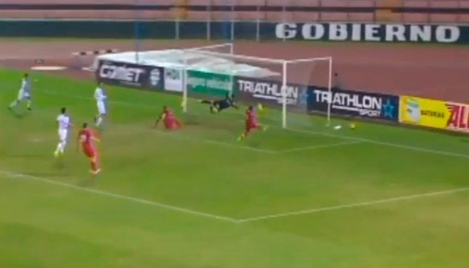 Universitario vs. San Martín: Alberto Quintero y gol que se come debajo del arco [VIDEO]