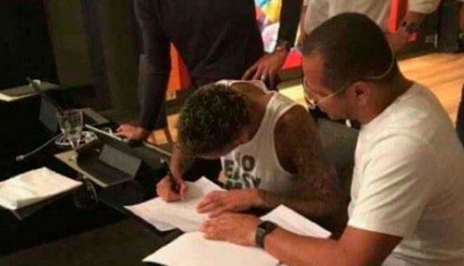 Neymar y la foto que comprobaría que firmó por 5 temporadas con el PSG