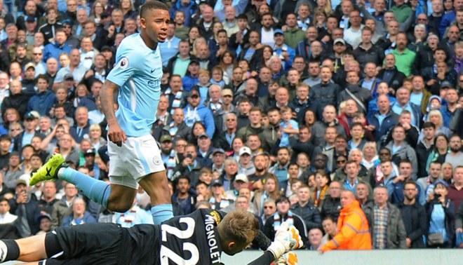 Manchester City alcanzó a Manchester United en la punta de la Premier League