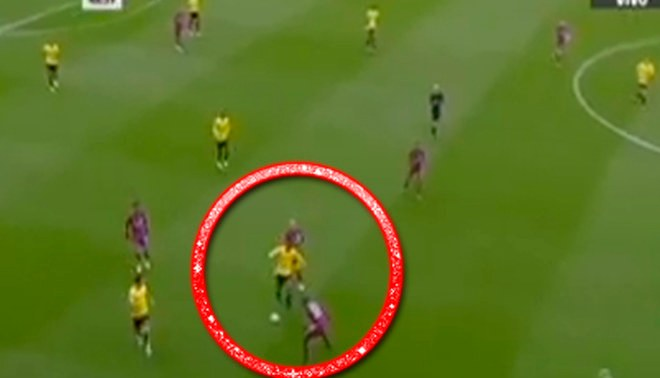 Manchester City vs. Watford: André Carrillo y su genial 'huacha' a Mendy [VIDEO]