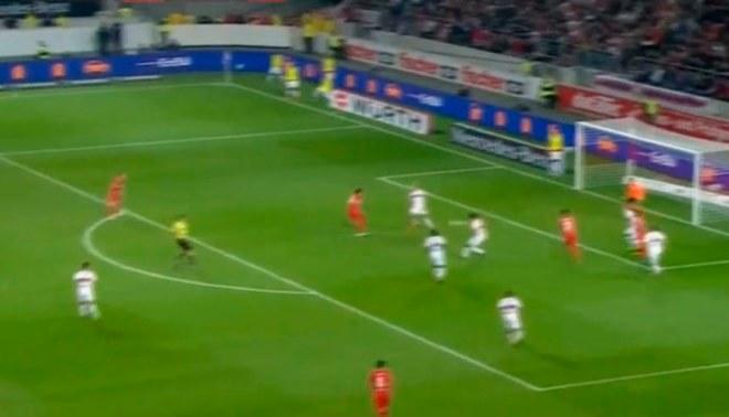 Claudio Pizarro intentó marcar golazo de media vuelta, pero terminó de esta manera [VIDEO]