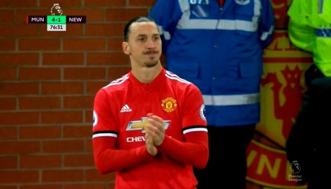 Zlatan Ibrahimovic y la emotiva ovación de los hinchas del Manchester United tras volver a jugar después de siete meses [VIDEO]