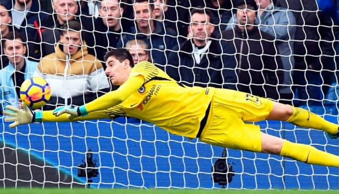 Chelsea: Courtois estaría retrasando renovación a la espera de una oferta del Real Madrid