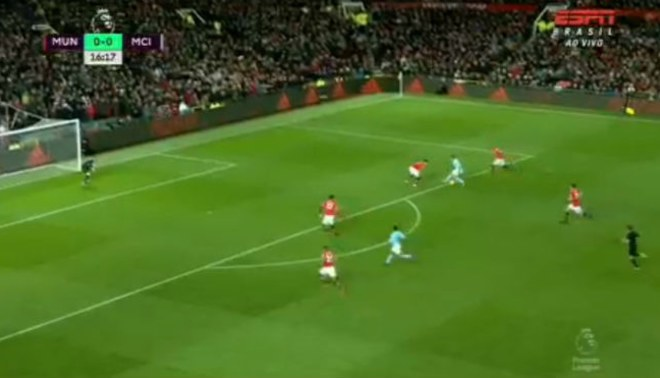 Gabriel Jesus emuló la jugada de Lionel Messi a Boateng en el derbi Manchester United-City [VIDEO]