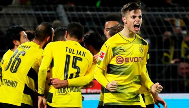 Manchester City le puso la puntería a Julian Weigl del Borussia Dortmund