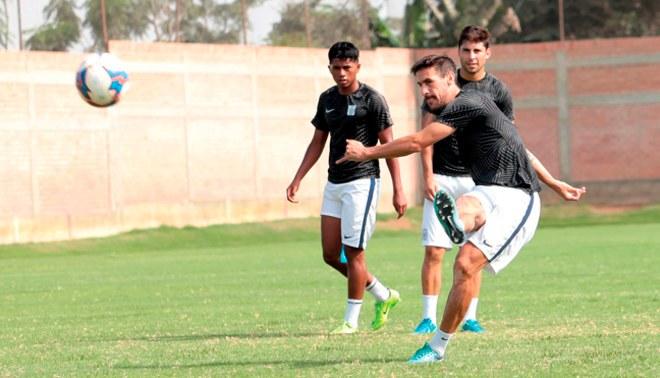 Alianza Lima con goles de Araujo y Hohberg goleó 3-0 a la selección de Chincha