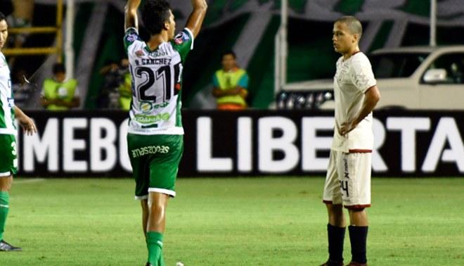 Universitario: Paulo De La Cruz le metió cuatro huachas a los jugadores de Oriente Petrolero