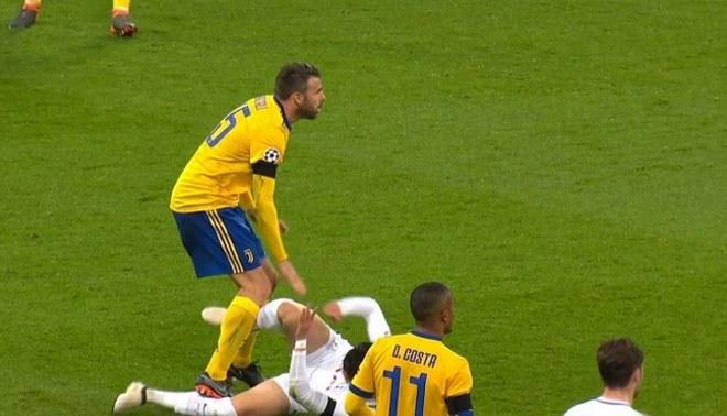 Juventus vs. Tottenham: Barzagli y la terrible falta no cobrada por el árbitro [VIDEO]