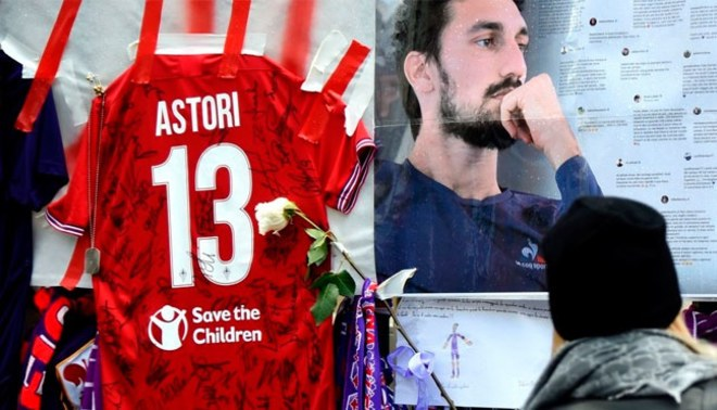 Davide Astori: La despedida del ídolo que se fue navegando en su marea 'Viola' | VIDEO