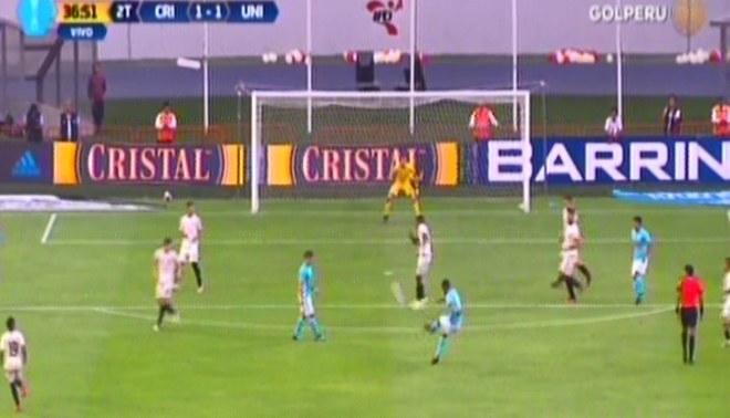 Sporting Cristal vs. Universitario: el atajadón de Patrick Zubczuk a Yulián Mejía [VIDEO]