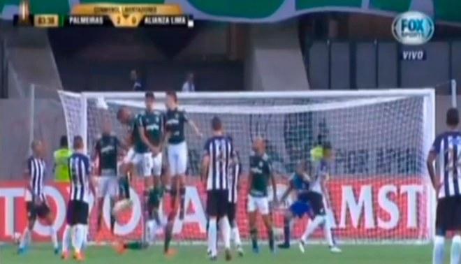 Alianza Lima vs. Palmeiras: Rinaldo Cruzado casi anota un golazo de tiro libre [VIDEO]