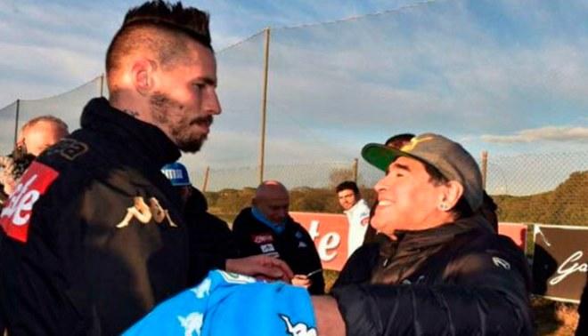 Diego Maradona recibió regalo a Hamsik luego de arrebatarle récord histórico [VIDEO]