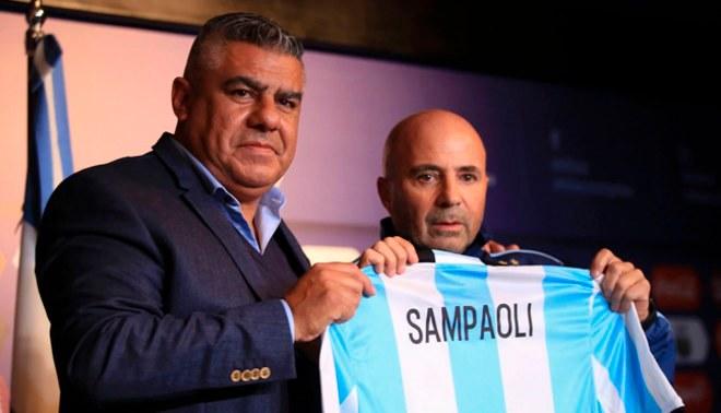 Polémico| Crece la tensión entre Sampaoli y 'Chiqui' Tapia