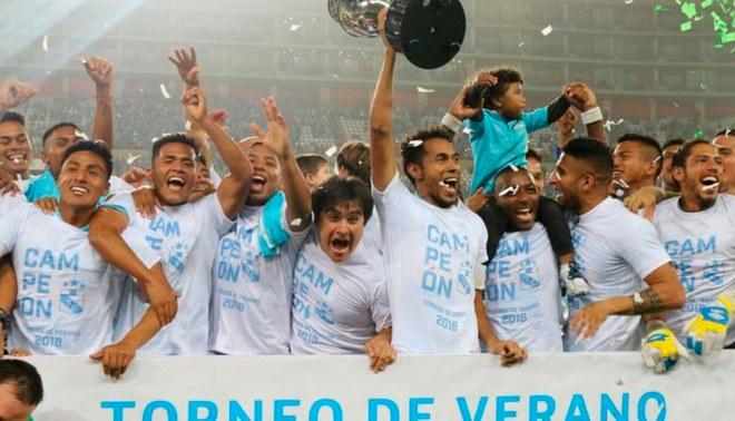Estilo Champions: la celebración de Cristal tras coronarse campeón del Torneo de Verano