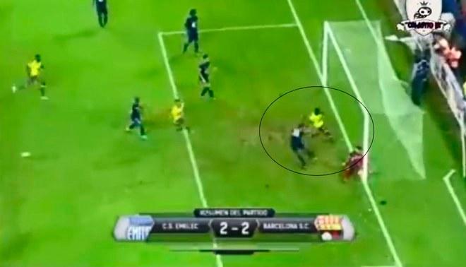 ¡PARTIDAZO! Erick Castillo puso el 2-2 para Barcelona SC en el final del 'Clásico Astillero' de Ecuador [VIDEO]