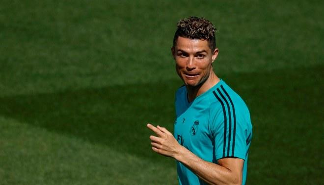 Cristiano llegará a Turín para firmar por la Juventus este martes, asegura medio italiano