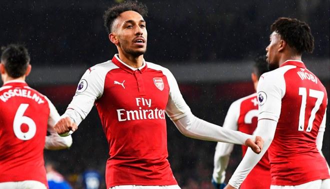 El Arsenal fue estafado en contrato publicitario para marca de carros