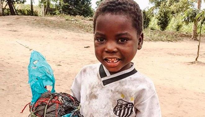 Emotiva historia de solidaridad por parte del Santos FC con pequeño niño de Mozambique