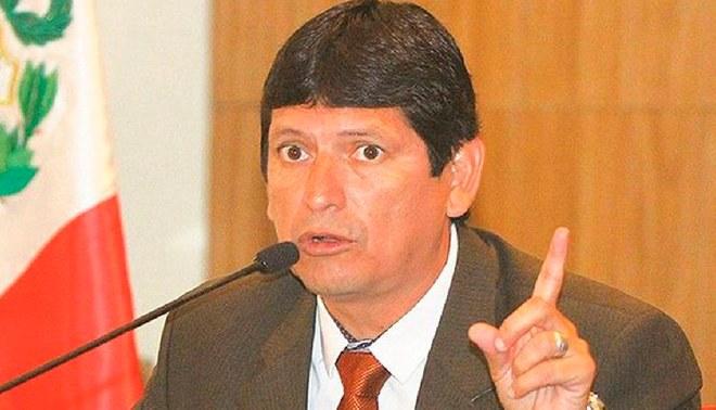 Agustín Lozano asegura que será él quien tome la FPF si Oviedo se va