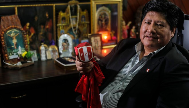 Edwin Oviedo y sus últimos intentos para no dejar la Federación Peruana