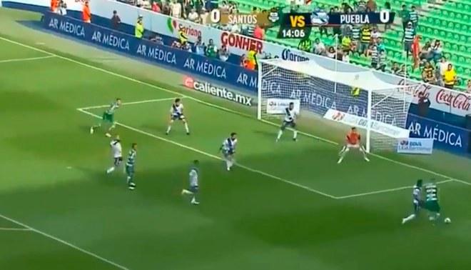 Anderson Santamaria realizó monumental salvada en partido de Puebla [VIDEO]