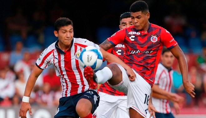 Veracruz vs Chivas EN VIVO ONLINE EN DIRECTO vía Televisa TDN y Fanatiz por  fecha 4 del Apertura 2018 de Liga MX Creditos   composición Líbero 7ccfaa5417001