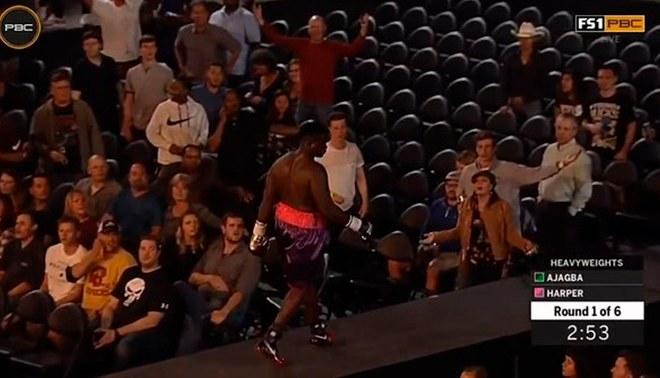 Un boxeador se retiró del ring en el primer segundo de la pelea [VIDEO]
