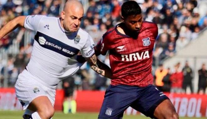¡Estreno con honores! Miguel Araujo es incluido en el once ideal de  la Superliga Argentina