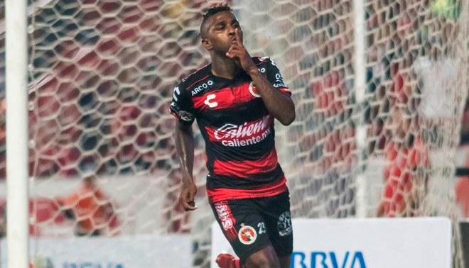 Tijuana derrotó 1-0 a Necaxa con gol de Miler Bolaños en la fecha 8 de la Liga  MX. Creditos   Claro 4fde018315f1b