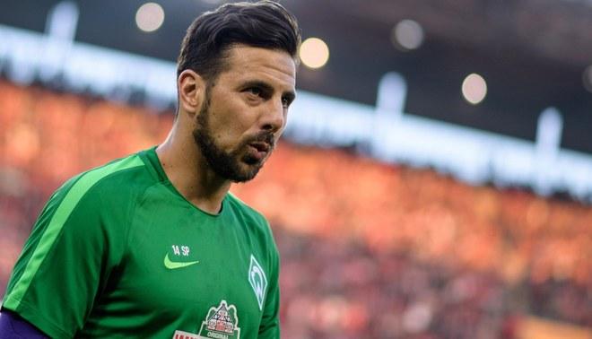 """Marca califica a Claudio Pizarro como """"Leyenda viva del fútbol alemán"""""""