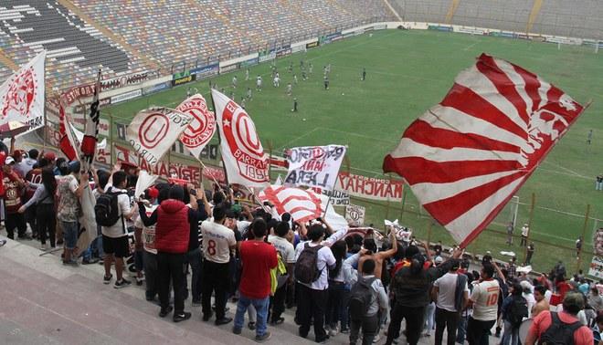 Clubes peruanos sufren la inhabilitación de sus tribunas populares