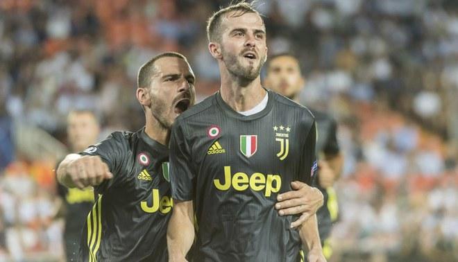 Juventus con Ronaldo expulsado venció 2-0 al Valencia por la UEFA Champions League [RESUMEN Y GOLES]