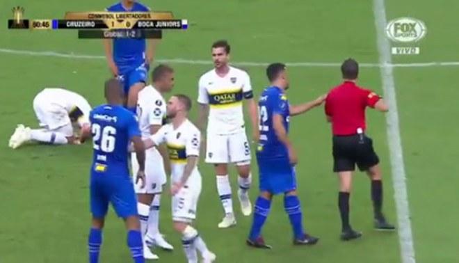 Boca Juniors vs Cruzeiro EN VIVO: Dedé expulsado tras una fuerte falta sobre Cristian Pavón [VIDEO]
