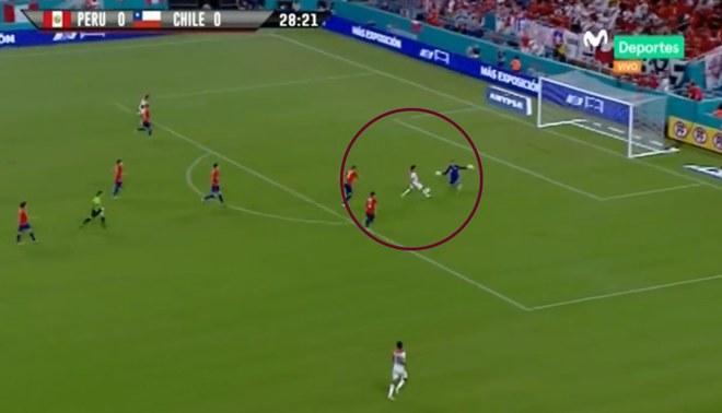 Perú vs Chile: Raúl Ruidíaz no pudo anotar en un claro mano a mano [VIDEO]
