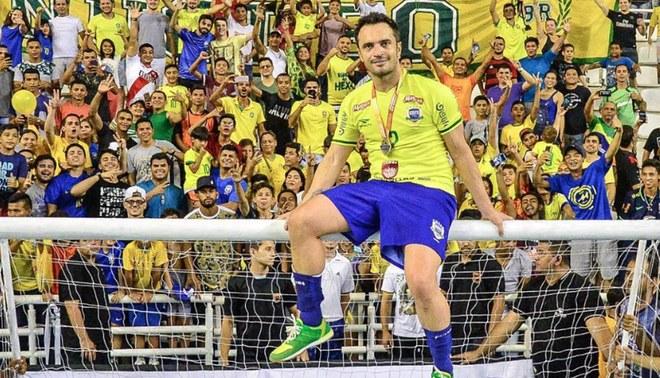 El jugador más exitoso del futsal anuncia su retiro de la Selección  Brasileña Creditos   Líbero c6df2b2844d7b