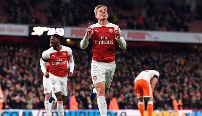 Arsenal venció 2-1 al Blackpool por la Capital One Cup - Copa Carabao [RESUMEN]