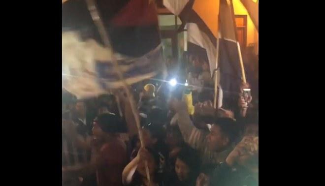 Alianza Lima: espectacular recibimiento del plantel blanquiazul a su llegada a Ayacucho [VIDEO]