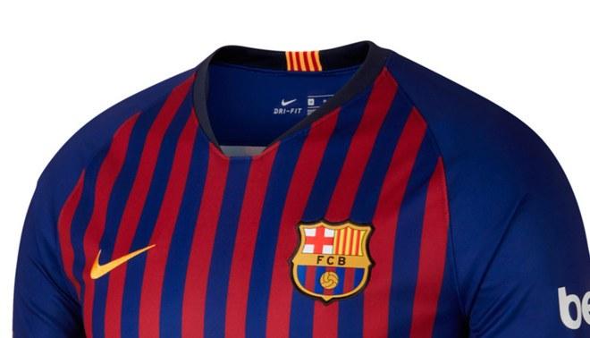 Barcelona y la camiseta especial que le haría Nike 20 años después de  firmar el primer contrato. Fuente   Internet bcb9d41322d