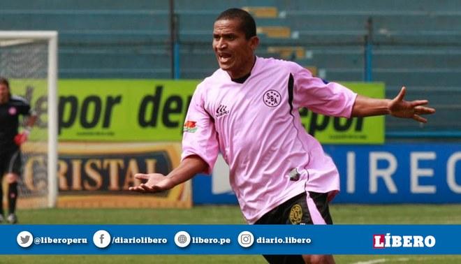"""Flores para """"Kukín"""", quien debutó en Sport Boys y vistió los colores de Alianza y Universitario"""