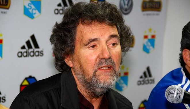 Francisco Lombardi, durante una conferencia de prensa de Sporting Cristal.