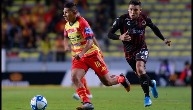 Edison Flores, durante un partido del Morelia.