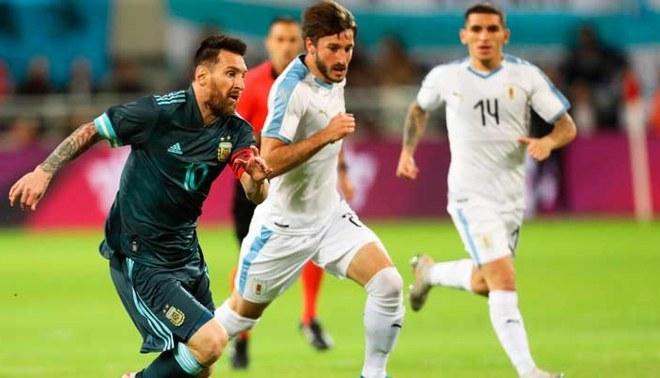 Argentina vs Uruguay en amistoso internacional | FOTO: EFE