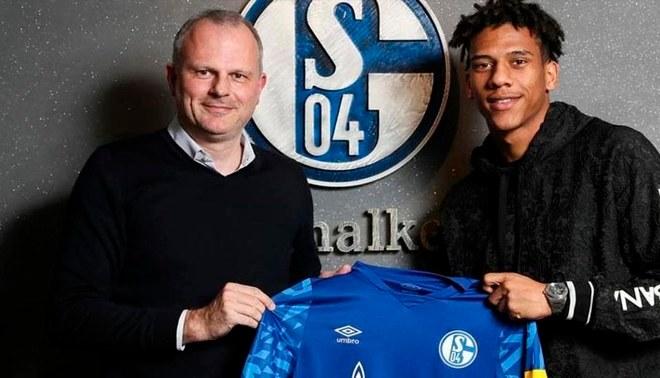 Jean-Clair Todibo posando con la camiseta de Schalke 04   FOTO: Difusión